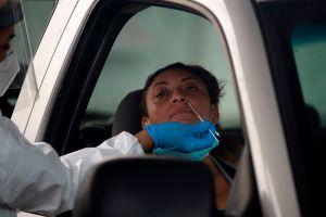 Piden voluntarios latinos para probar una posible cura para COVID-19