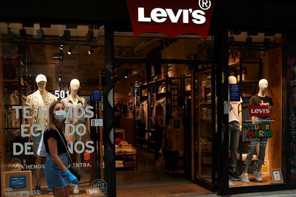 """Levi's: los clientes regresan a las tiendas """"bajo una nueva talla"""" tras la pandemia"""