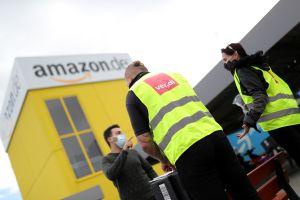 Amazon recompensa con $500 millones de dólares en bonos a los empleados de primera línea