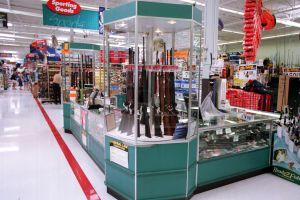 Walmart retira armas de fuego y municiones de algunas tiendas mientras continúan las protestas en el país