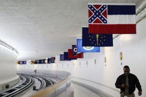 Mississippi cambiará la bandera del estado que tiene la enseña confederada