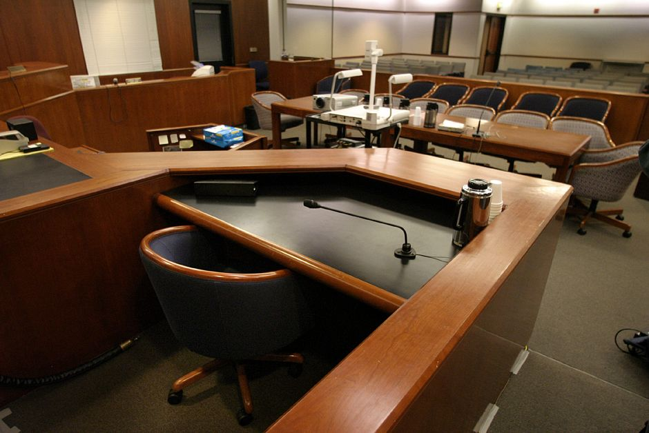 Juez Federal de Los Ángeles renuncia tras polémico comentario calificado como racista