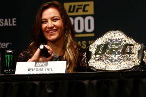 Excampeona de la UFC Miesha Tate inesperadamente da a luz en su propia casa y lo comparte por Instagram