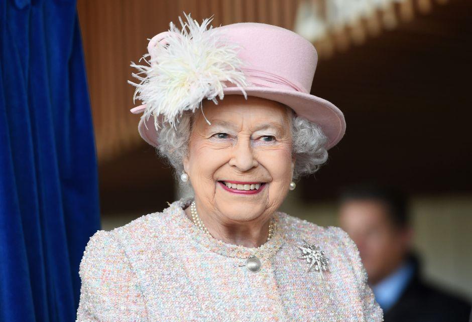 Así ha sido la moda de la Reina Isabel II con el paso del tiempo