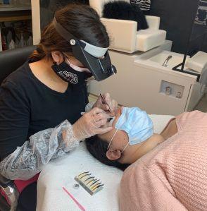 Reabren salones de uñas, masajes y tatuajes pero la experiencia será diferente
