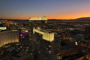 Video en casino de moda de Las Vegas muestra que los visitantes se han olvidado de que hay pandemia