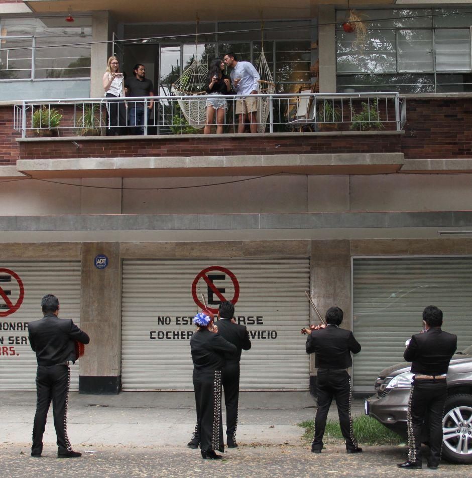 Serenata de balcón en la calle Colima de la Colonia Roma