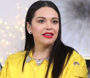 Jacqie Rivera se deja ver amamantando a su bebé
