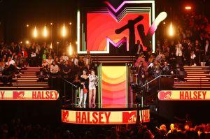 ¡No se cancelan! Gobernador de Nueva York da permiso para los Premios MTV de la música pero sin público