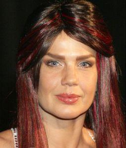 Mira el cambio radical de look de Niurka Marcos