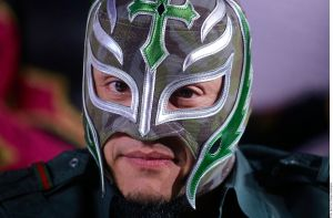 Rey Mysterio deja en suspenso su retiro de la lucha libre