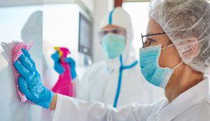 Para las personas que trabajan en el sector salud: La indumentaria de protección indispensable para usar