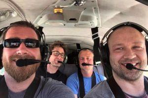 Cuatro amigos mueren al estrellarse avioneta minutos después de enviar foto sonriendo