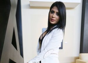 Tras su lanzamiento como cantante, a Kimberly Flores no le molestan las críticas