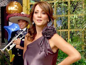 Andrea Legarreta se quiebra en vivo al anunciar la muerte de Héctor Suárez
