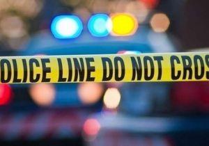 Mueren dos jóvenes de 17 y 14 años tras impactar contra un poste de concreto a gran velocidad