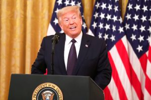 ¿En serio? El presidente Donald Trump ahora apoya el regreso de Colin Kaepernick a la NFL
