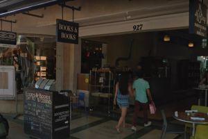 """La emblemática librería """"Books & Books"""" de Lincoln Road, en Miami Beach, cierra sus puertas definitivamente"""