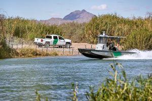 Hallan los cuerpos de dos inmigrantes flotando en aguas del río Bravo