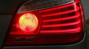 Cómo usar correctamente las luces de tu auto para viajar seguro en carretera