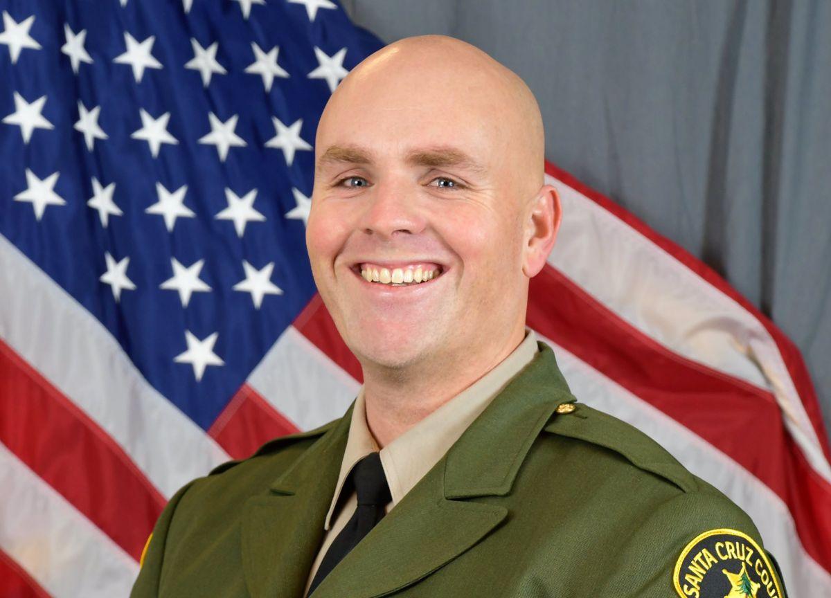 El agente del alguacil de Santa Cruz Damon Gutzwiller.