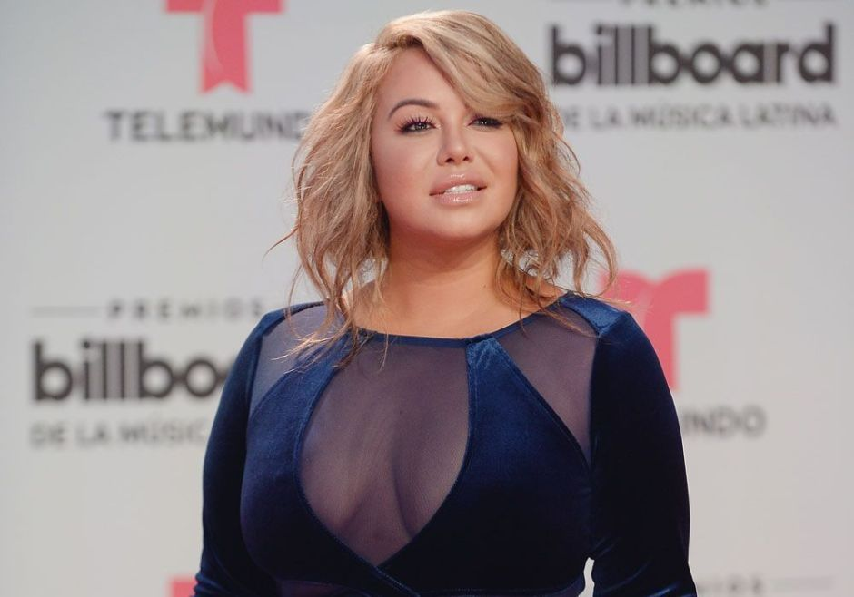 Chiquis Rivera luce sus curvas al máximo en un ajustado enterizo con sensual escote