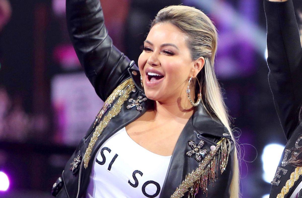 Chiquis Rivera provoca gran alboroto subiendo el top para presumir su nueva cinturita de 'Shakira'
