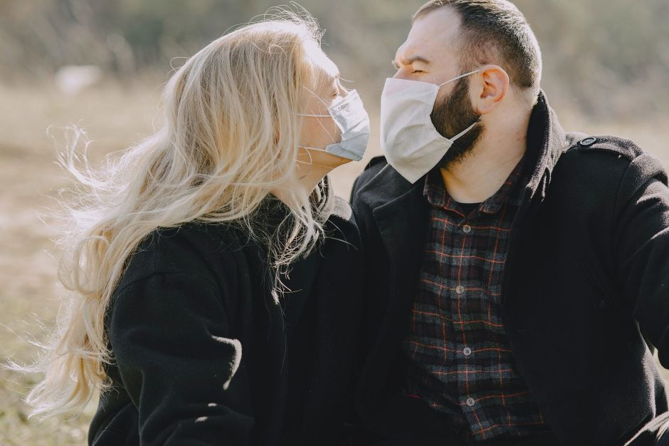 Love in the times of the coronavirus: sex without kisses and with a mask