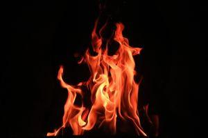Racistas queman el rostro de una joven negra en Wisconsin