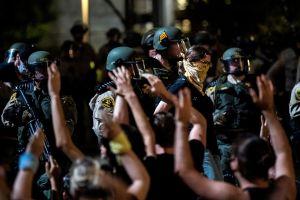 LAPD pide a manifestantes que denuncien si sufrieron maltratos por la policía