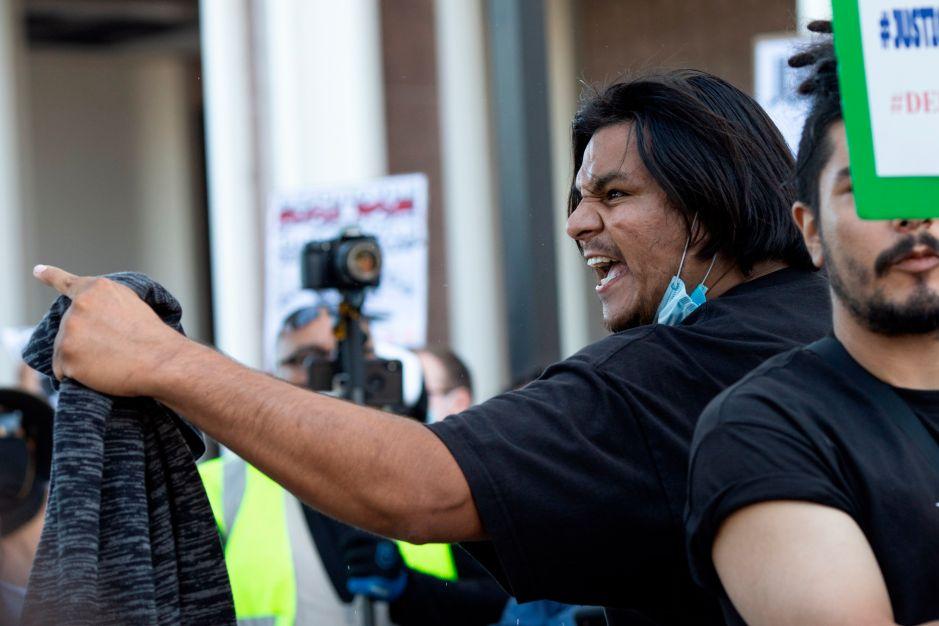 Protestan en Los Ángeles por la muerte de joven hispano en Gardena en manos de LASD