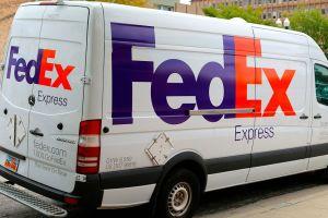 FedEx despide a empleado que se burló de la muerte de George Floyd