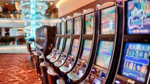 Compañía de casinos en Las Vegas paga $20 a los clientes por usar cubrebocas