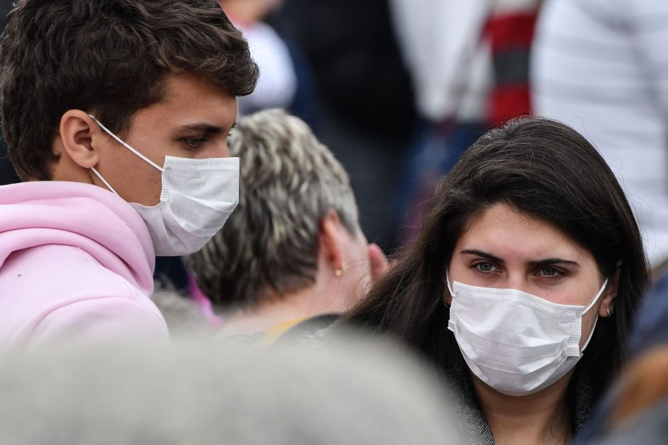 California revisa si aplicará multas por no usar máscaras faciales contra el COVID-19