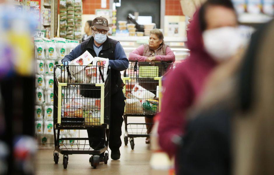 Cuál es la nueva manera de contagiarte de COVID-19 en el supermercado, según científicos