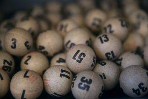 """Gana por segunda ocasión la lotería gracias a una """"mágica"""" combinación"""