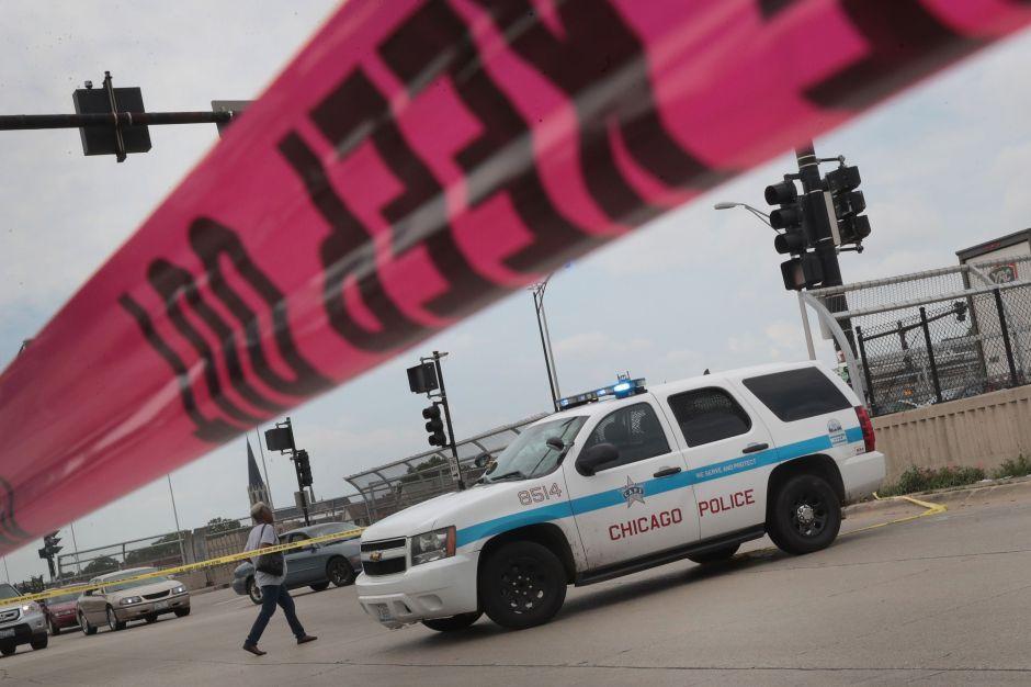 Bala perdida mata a niña hispana de Chicago mientras veía televisión