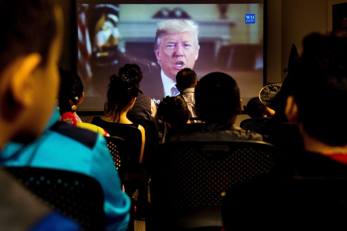 El presidente Trump reduce la emisión de visas laborales.
