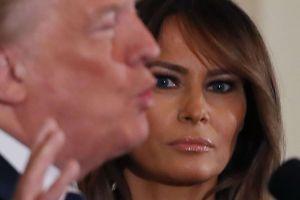 VIDEO: La extraña petición de Trump a Melania para una foto