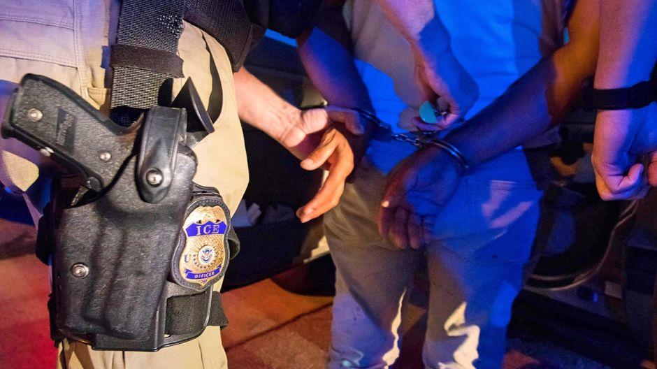 Sentencian a un inmigrante por ingresar sin papeles a EE.UU. en 7 ocasiones