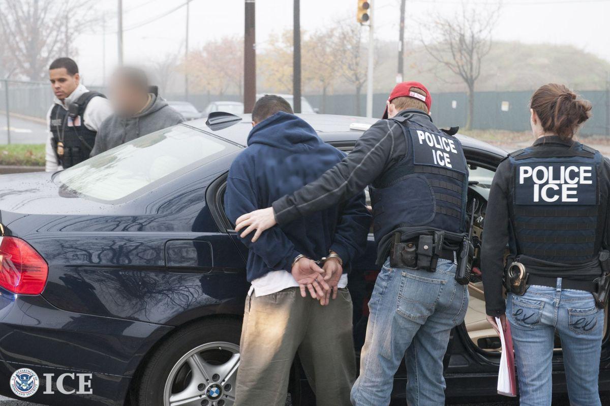 ICE detiene a estadounidenses a quienes rechaza reconocer su ciudadanía.