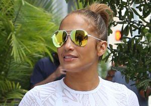"El ultrasensual ""sideboob"" de Jennifer Lopez en traje de baño blanco"