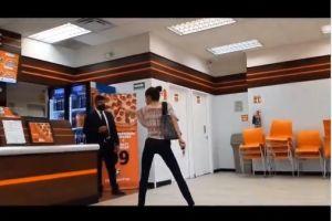 #Ladypizza: Joven estalla porque no la atendieron por no lleva cubrebocas en México
