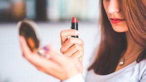 Coca-Cola lanza su propia línea de maquillaje