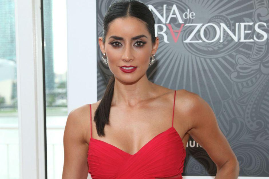 Paola Núñez reaparece, y sorprende a sus fans con una foto que la muestra en la cama y desnuda