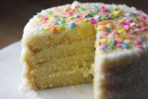 Panadería de Minnesota regala más de 1,000 pasteles a graduados de preparatoria