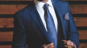 La empresa de ropa Peerless donará $1 millón en trajes a hombres que buscan empleo