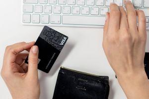 ¿Por qué la tarjeta de débito con cheque de estímulo que envía el IRS tiene logo Visa?
