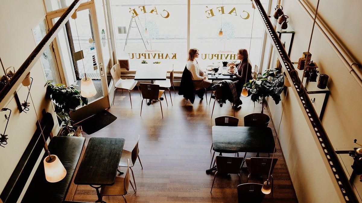 El sector de bares y restaurantes es responsable de más de la mitad del avance de las contrataciones./Archivo