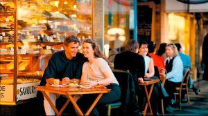 Restaurantes de Nueva York ponen mesas al aire libre para recibir más clientes